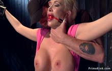 Huge tits blonde in device rides Sybian